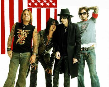 Mötley Crüe in 2004 (from left: Vince Neil, Nikki Sixx, Mick Mars, Tommy Lee)
