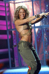 Shakira performing at MTV Music Video Awards 2005